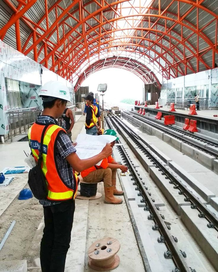 Progres stasiun LRT OPI Palembang  Photo by @sandyawan_putra  #palembang #LRT #lrtpalembang #LRTsumsel #Lrtproject #construction #progress #lightrail #lrtpalembangkeren #palembangcity #roadtoasiangames2018
