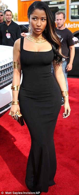 This dress and the hair to one side Nicki Minaj - so elegant and stunning