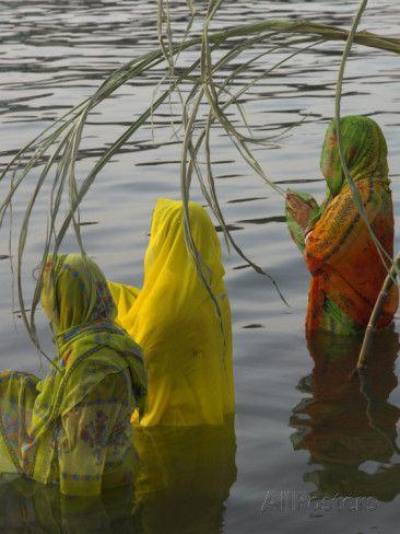 Prières au Lac Pichola à Udaipur en Inde