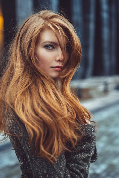 Incredible beauty !!! The hair and the look created in me shivers of pleasure !!! How I wish I could be like her !!! (Chloe Sissi)