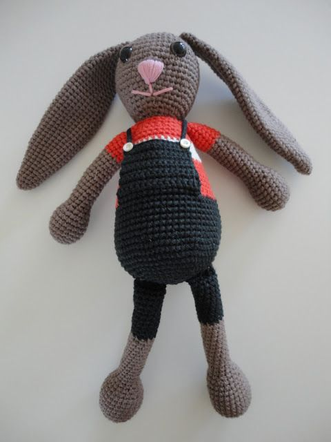 Den lilla elefant: Hæklet kanin med selebukser