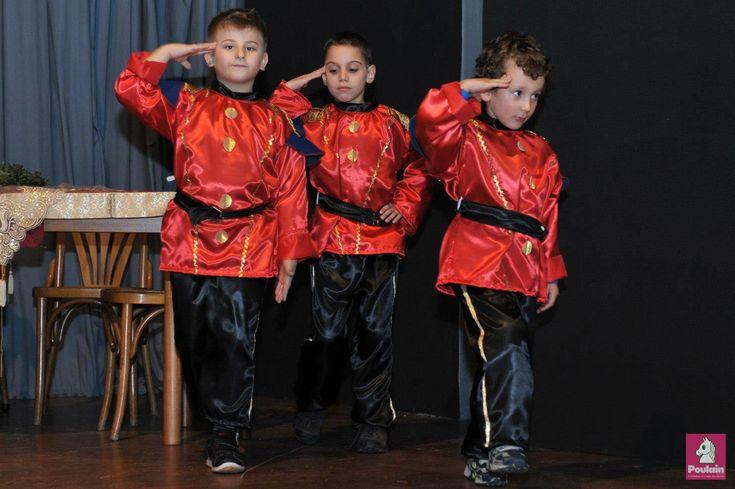 """Στολές για την θεατρική παράσταση """"Ο Καρυοθραύστης""""  Οι στολές διατίθονται κατόπιν παραγγελίας και από εσάς θα χρειαστούμε τα μέτρα του παιδιού Η: ηλικία Υ: ύψος από ώμο M: μέση Μ2: μάκρος μανίκι (ώμος-καρπός)"""