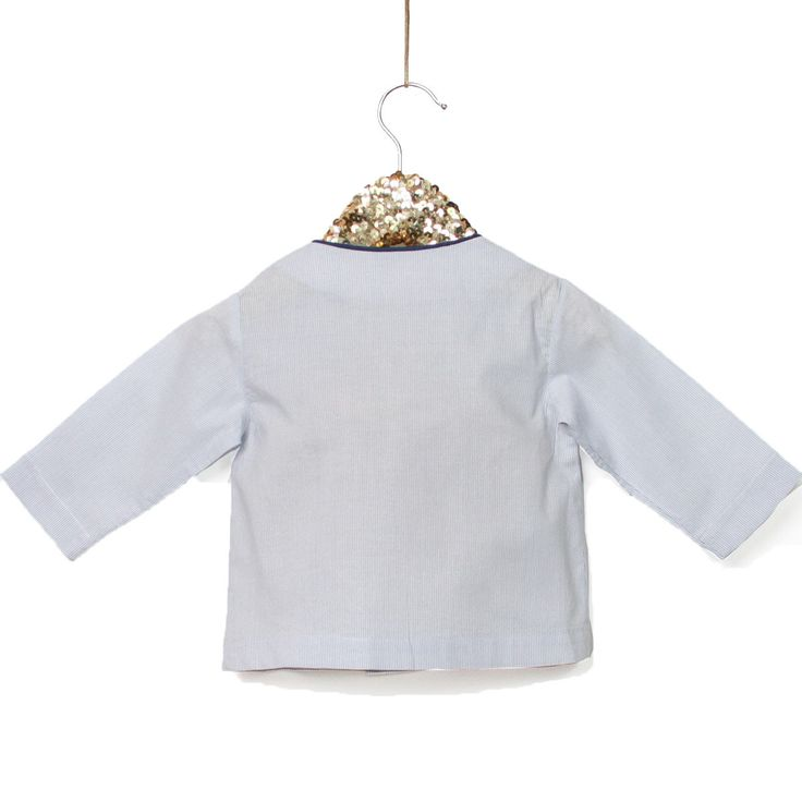 Sewing pattern & guidebook for Newborn Unisex A refined garment for the newborn wardrobe Elegant and convenient A square faced neckline with piping Double o