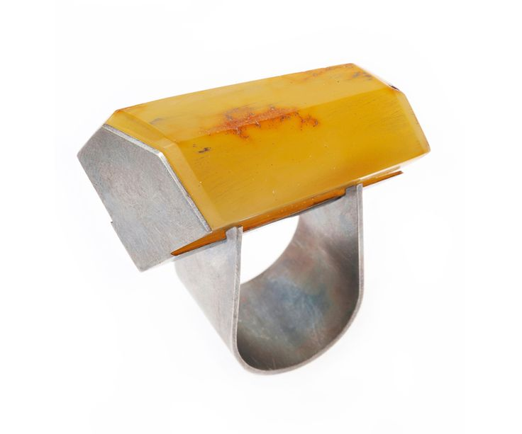 Heidemarie Herb Ring: Untitled, 2014 Baltic Amber, silver Photo by: Heidemarie Herb