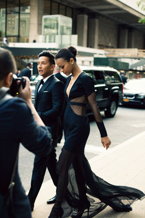 Designer Prabal Gurung (one of my personal favorites!) arriving at the CFDA with Zoe Saldana.: Zoesaldana, Zoe Saldana, Cars Girls, Black Gowns, Little Black Dresses, Prabali Gurung, Fashion Awards, The Dresses, Girls Style