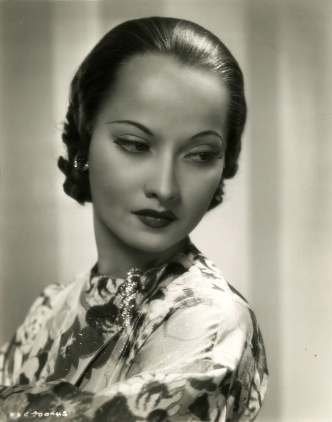 Merle Oberon, ca. 1935. Her father was British (Welsh) and her mother was Indian. Throughout her career, (as those were different days), Merle would sadly, try to conceal her Indian [heritage]; even going to the point of saying she was born in Tasmania instead of India; and telling house guests that her mother was her maid. ~unknown