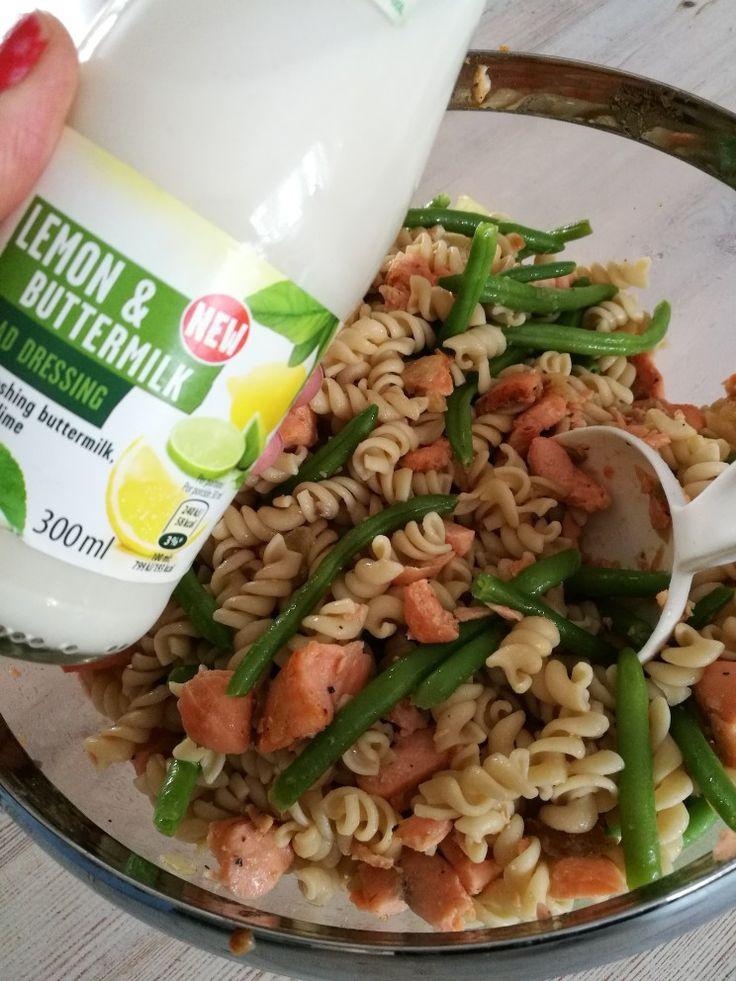 Lohi-pasta ja tuoresalaatti lemon&buttermilk salaatinkastikkeella, tosi hyvää :)