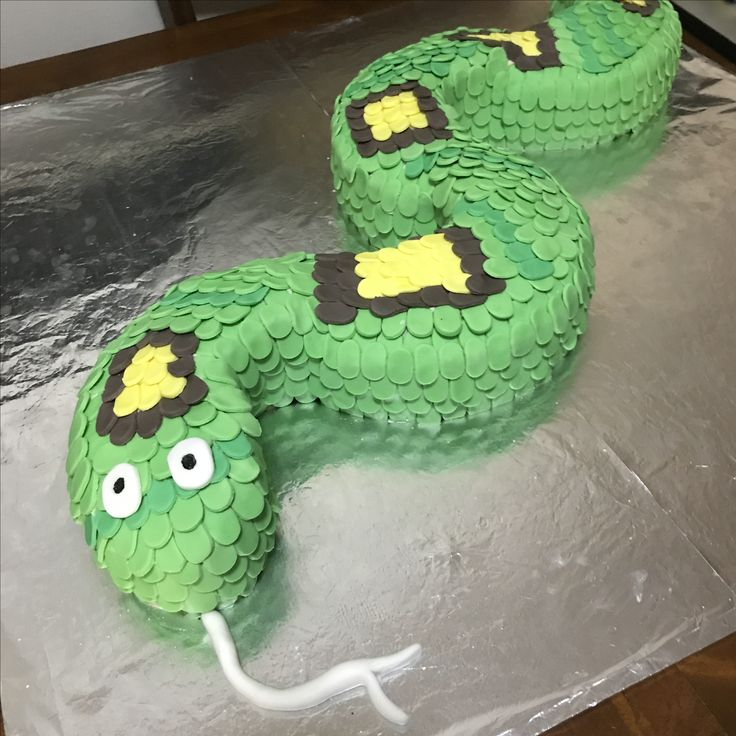 Snake cake with fondant scales