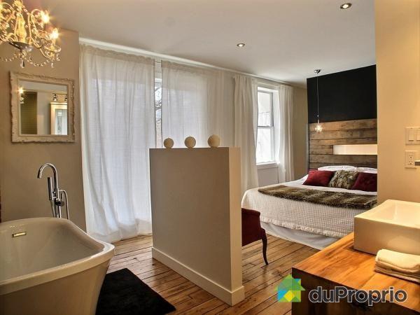 Maison Contemporaine Bois En Kit : Le bain sur pattes à deux pas du lit ! Maison a vendre Montréal