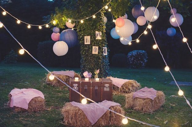 10 Amazingly fun summer wedding accessories - Hay bale seating | CHWV