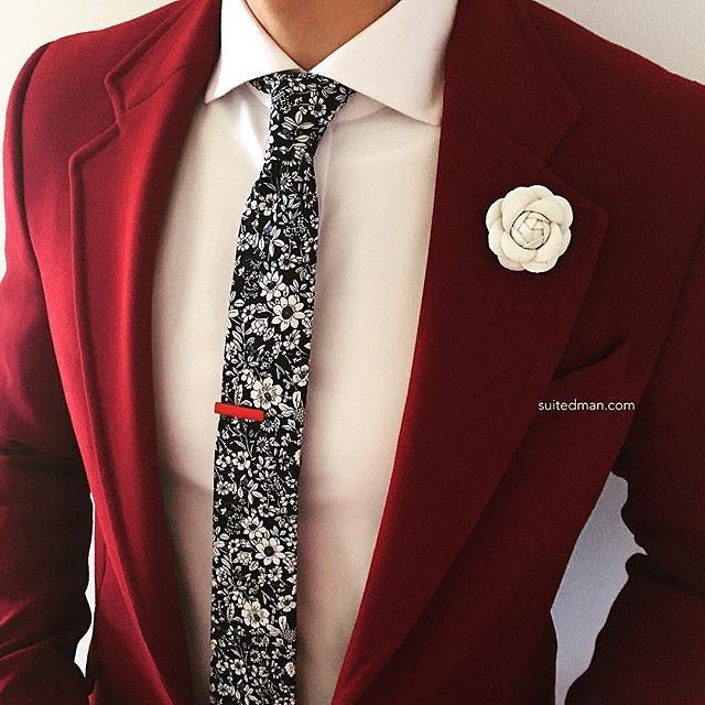 This color is amazing! The white flower jumps off the suit and the small details in the tie, the red tie bar kinda hides in this loud floral print!