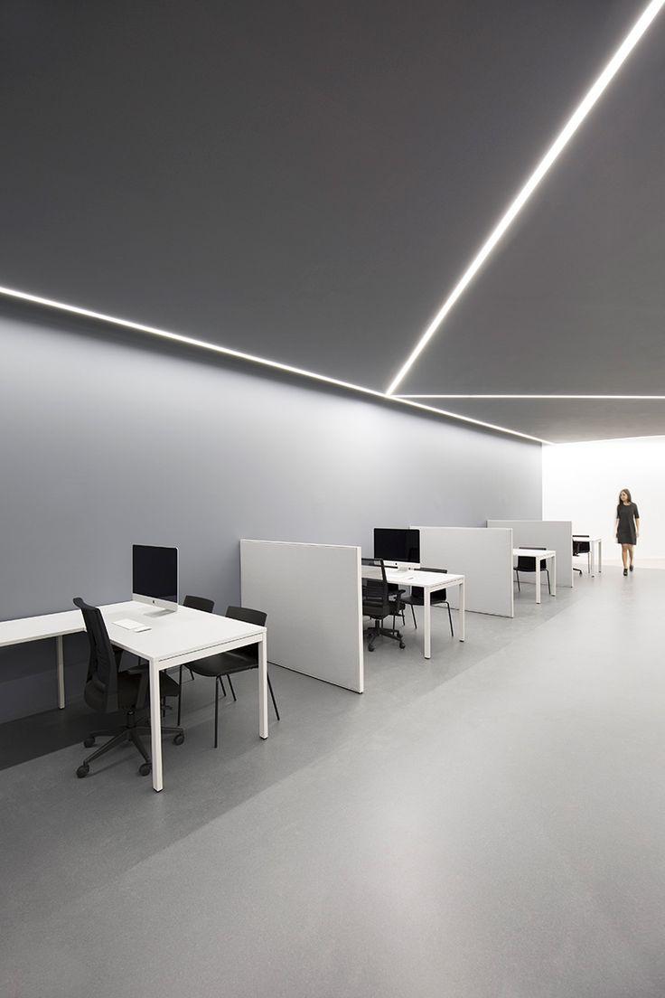 Oficinas en antiguo reino, Valencia El proyecto consiste en la materialización de unas oficinas de atención al publico.