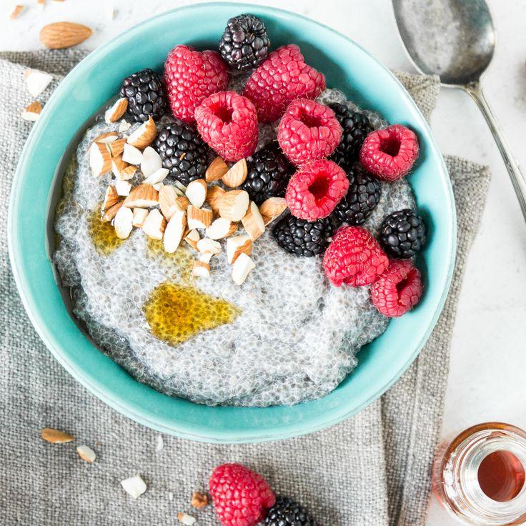 Und auf einmal essen alle Chia-Pudding. Erfahre hier wie du ihn zubereitest und geschmacklich aufmotzt. Mix dir jetzt das gesunde Power-Frühstück!
