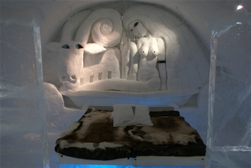 One of the ICEHOTEL suites.  #icehotel #lapponia #svedese #svezia #albergo #ghiaccio #bianco #neve #inverno #design #arte #scultura