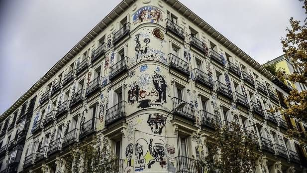 13. The façade of happiness (©Iván Moreno)