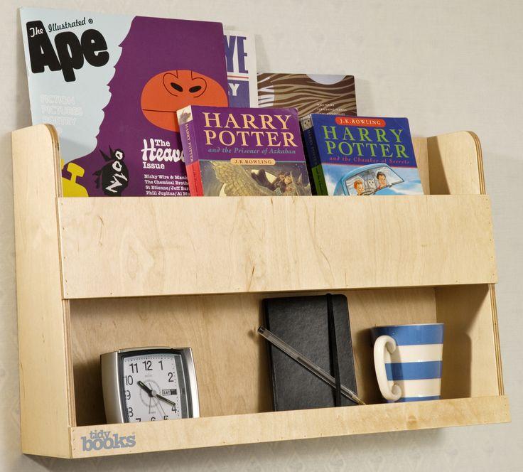 Une table de nuit pour les lits superposés ? c'est possible avec les étagères Bunk Bed Buddy de Tidy Books ! Design étroit et étagères à rebord pour garder en sécurité livres, boisson et réveil ! http://www.tidy-books.fr/etagere-lit-superpose