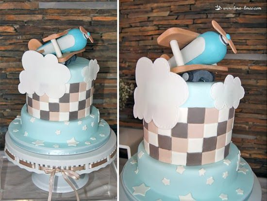 The cake for this vintage plane baptism party...in with, light blue and beje
