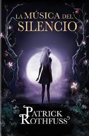 No. No es «el tercer libro». La Música del Silencio, una novela corta, se suma a la historia de Kvothe y el mundo de El Nombre del Viento y El temor de un Hombre Sabio. Auri es uno de los personajes más populares y rodeados de misterio que aparecen en ambas novelas.
