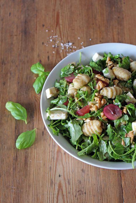 Gnocchi Salat mit Rucola, Weintrauben und Feta