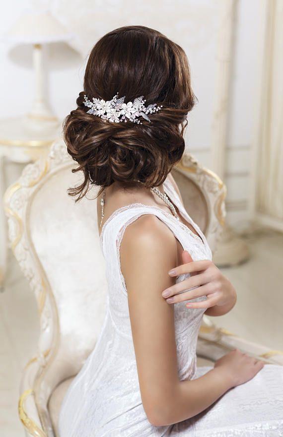 Tendinte coafuri nunta 2017 | coafura de mireasa sau nasa | Hairstyles de ocazie cu bucle | par mediu si lung elegant | impletitura lejera | Coronita cu perle si cristale | accesorii par handmade | Bucuresti, Romania