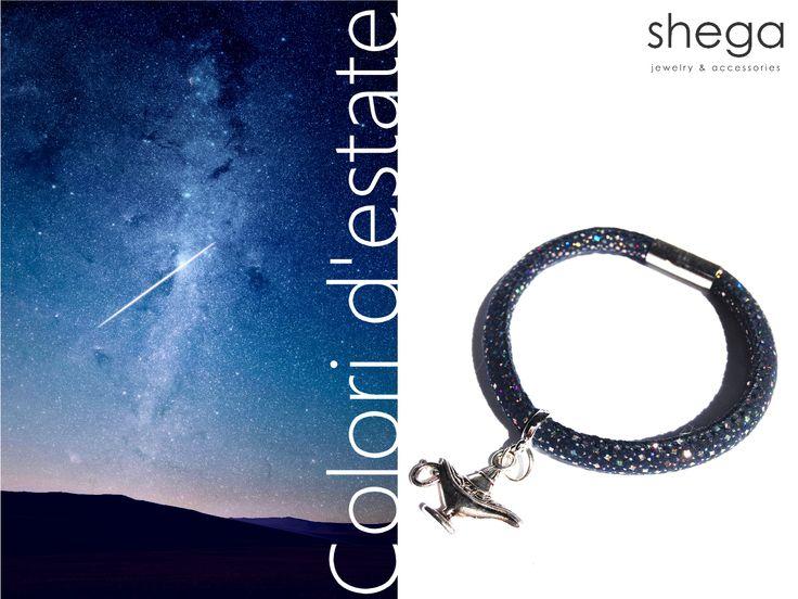 W sierpniu mogliśmy obserwować wyczekiwany deszcz meteorów - Perseidów. Aktywność tego roju na nocnym niebie trwa jeszcze tylko do dziś! Jest to ostatnia noc kiedy czeka nas wyjątkowy spektakl spadających obiektów rozświetlających niebo. Widzieliście ostatnio spadające gwiazdy? Spełniły się Wasze życzenia? Jeżeli jeszcze nie, to w sklepach Shega możecie znaleźć równie piękne wzory biżuterii i akcesoriów, które pomogą zabłysnąć Wam w nowych stylizacjach.