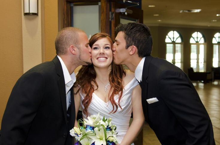 Cute polyamorous picture idea for a wedding or another special event!