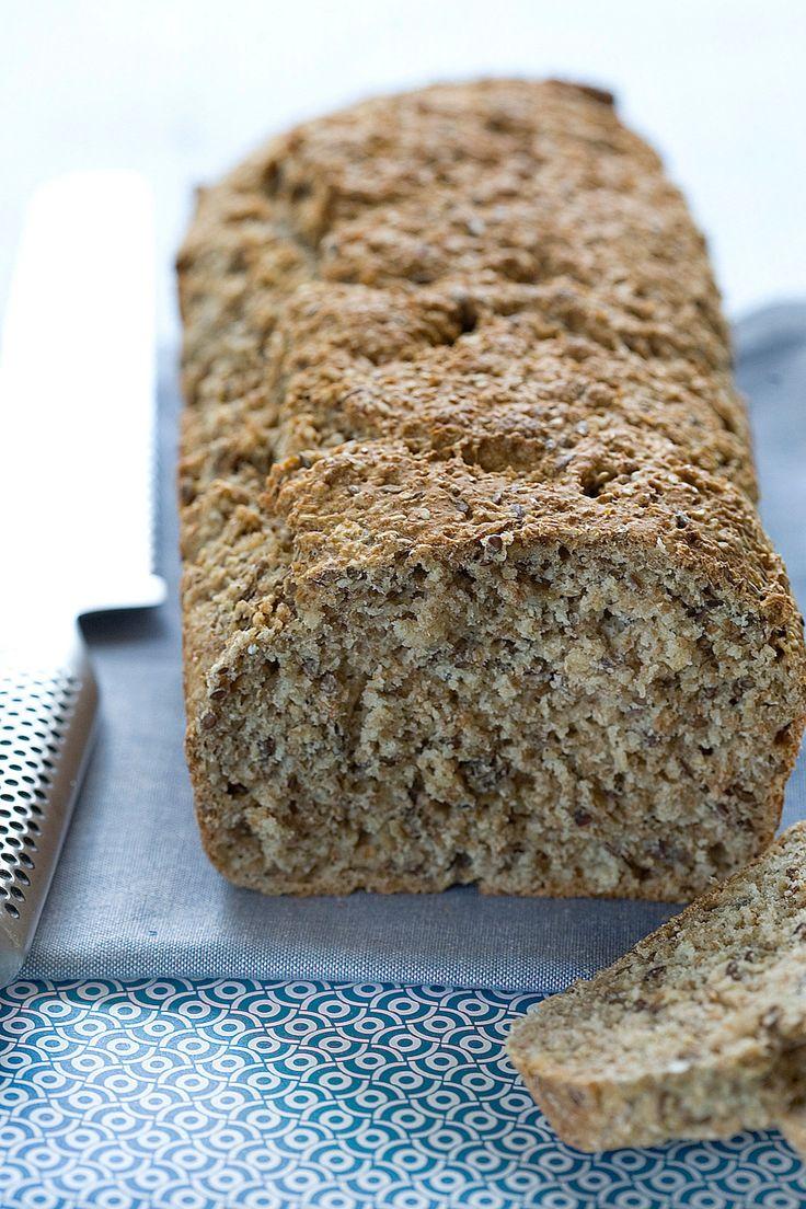 Grovbrød der er nemt og hurtigt. Brødet skal ikke hæve men kommer direkte i ovnen.