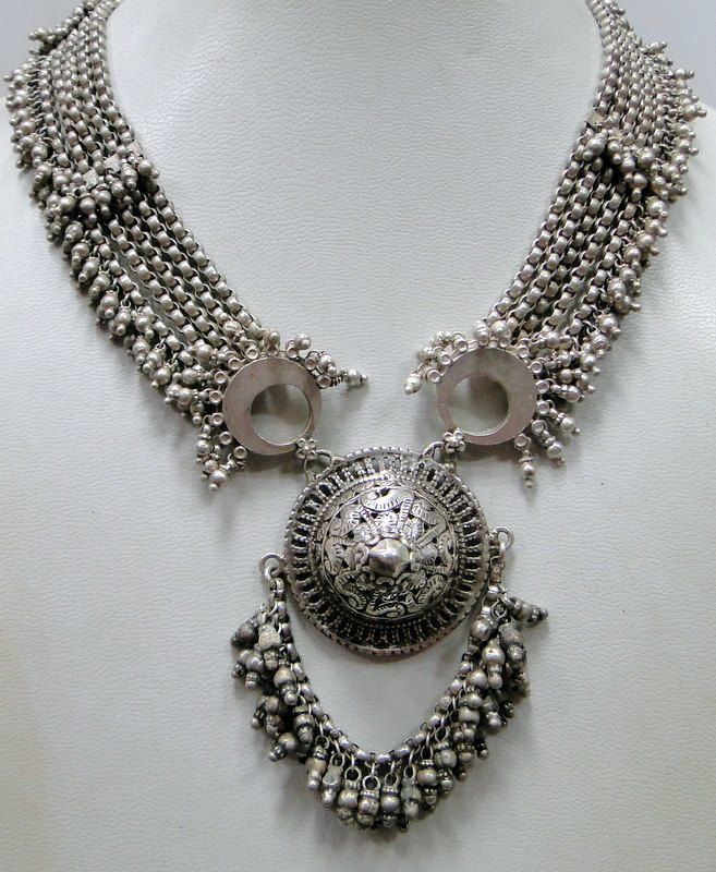 India | Vintage solid silver choker necklace from Rajasthan | Sterling silver
