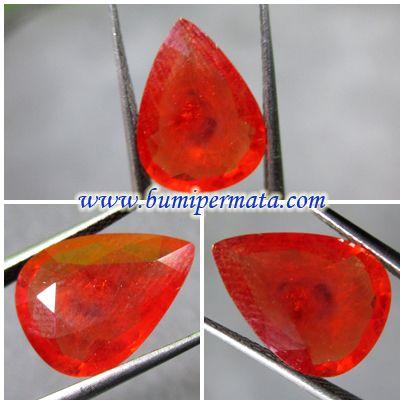 BM690 Batu Orange Sapphire Bentuk Tetes Mata  Nama Batu Permata : Natural Orange Sapphire Corundum Dimensi Batu Permata : est 13,23 x 9,83 x 3,63 mm
