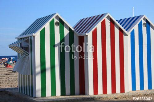 """Descargue la foto libre de derechos """"Casetas de playa"""" creada por gilmart al precio más bajo en Fotolia.com. Explore nuestro económico banco de imágenes para encontrar la foto perfecta para sus proyectos de marketing."""