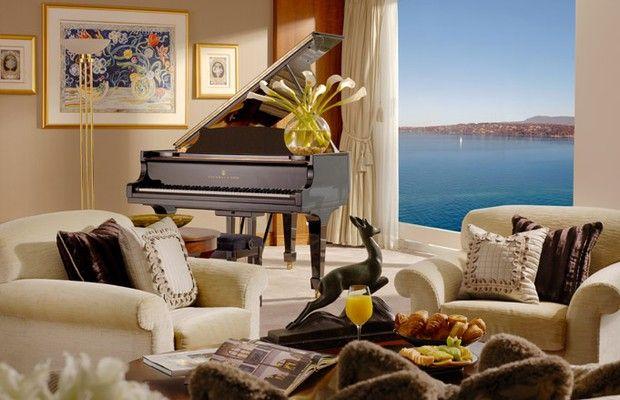Para entreter os convidados, uma das salas oferece um piano de cauda Steinway & Sons, uma das marcas mais icônicas - e caras - do mundo (Foto: Divulgação/Hotel Président Wilson)