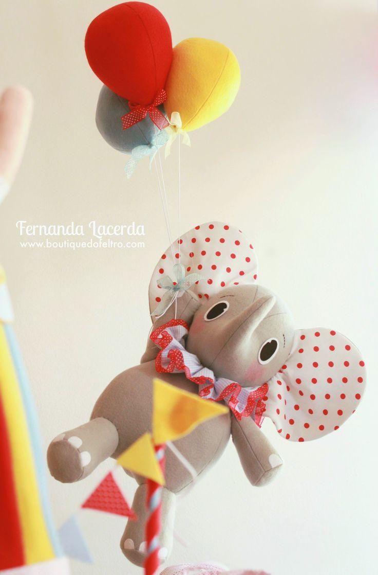 """""""Festa em Feltro: a magia do Circo""""  por Fernanda Lacerda  Boneco Elefante 3D, todo feito em Feltro."""