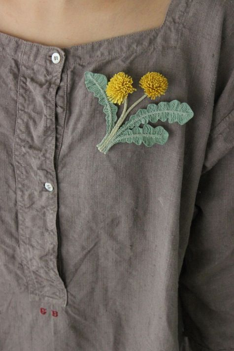 Crochet dandelion pin, made with the tiny stitches you'd need for a delicate piece like this. So lovely!