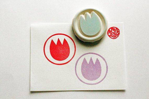 Tulip cirkel stempel. bloem hand gesneden rubber stempel. geschenkverpakking. verjaardag scrapbooking. lente ambachten. handgemaakte stempels door talktothesun