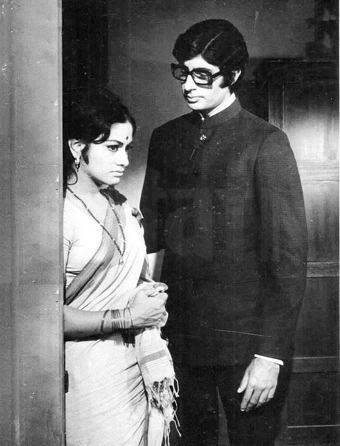 Aruna Irani and Amitabh Bachchan in a still from the movie Sanjog (1972)