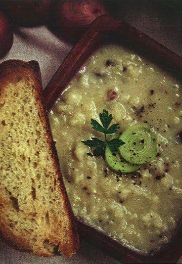 """Zuppa di porri - 10 ricette da Game of Thrones - """"La festa di nozze inizio con zuppa di porri acquosa seguita da una insalata di fagiolini, cipolle, bietole ..."""" Tempesta di spade Ingredienti: 4 cucchiai di burro 2 porri..."""