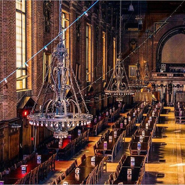 6月の金曜ロードショーはハリーポッター祭り!ハリー達ホグワーツ魔法魔術学校の生徒が食事を食べる学校の食堂は印象深いですよね。今回はハリーポッターの世界が味わえる世界の大学食堂をまとめました!