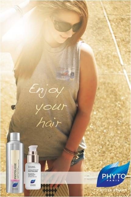 H Phyto Paris Και η Hair Expert Στέλλα Σουλελέ συμβουλεύουν για ένα υπέροχο ίσιωμα μαλλιών: Λουστείτε με Phytolisse shampoo και εφαρμόστε phytolisse serum σε μαλλιά ταμποναρισμένα.Στεγνώστε τα μαλλιά σας χρησιμοποιώντας μια βούρτσα φαρδιά,εφαρμόστε με τα χέρια σας καθοδικές κινήσεις με τη βοήθεια της βούρτσας και απολαύστε το τέλειο ίσιωμα με τον πιο φυσικό τρόπο.