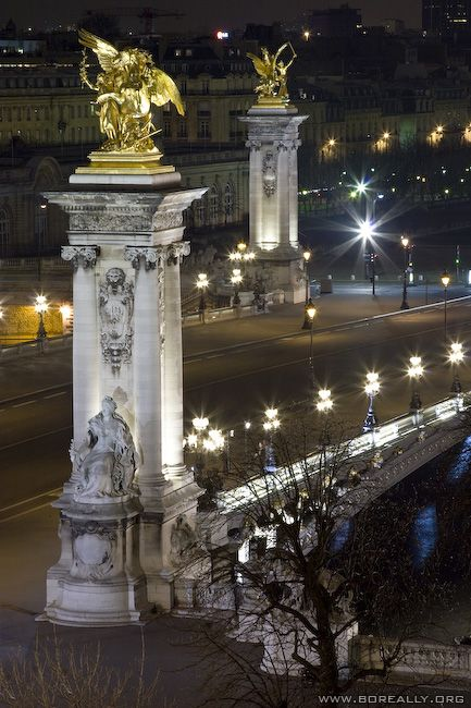 Pont des Invalides de nuit vu depuis le Grand Palais, Paris