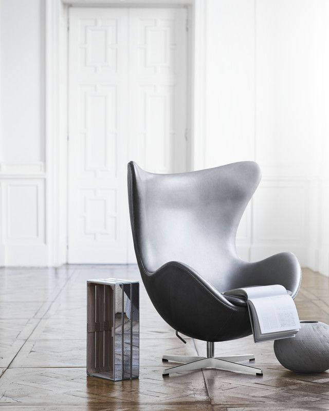 Egg chair by Arne Jacobsen in grey leather