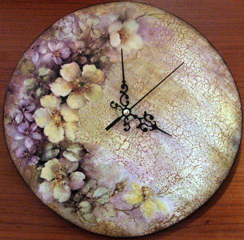 Reloj con flores en decoupage