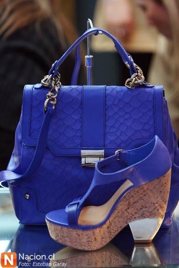 """Cartera y zapatos azules. Feria """"Taconeras"""" 2012"""