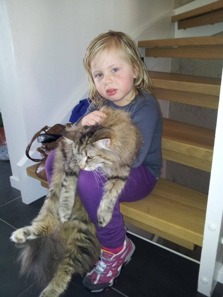 Singing for the cat, they both love it!