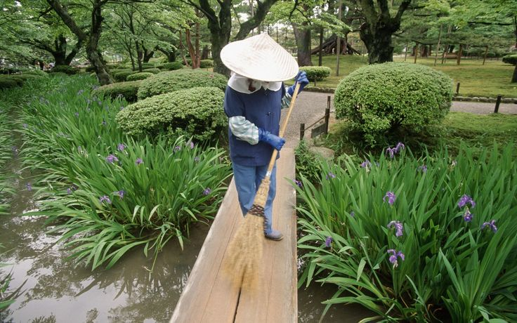 JAPAN // THINGS NOT TO MISS#23 KENROKU-EN. NATURE HAS BEEN TAMED AND PRIMPED TO ITS MOST BEAUTIFUL AT KANAZAWA'S STAR ATTRACTION, ONE OF THE C...