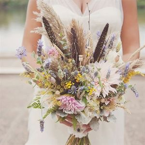 In addition to dahlias, lavender and dusty miller, Reina's unfussy bouquet was full of unexpected seasonal elements like wheat, fennel, poppy pods, millet, pampas grass, autumn ferns and twigs.