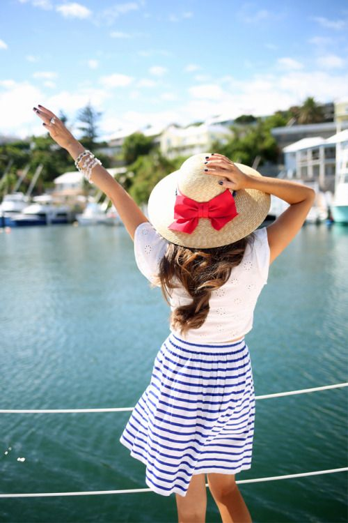 southern-curls-and-pearls:  New blog post from Bermuda:http://www.southerncurlsandpearls.com/2015/06/nautical-outfit-july-4th.html