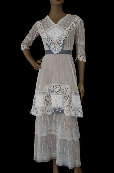 1910 I like the lightness and ease of this era's simpler clothing.