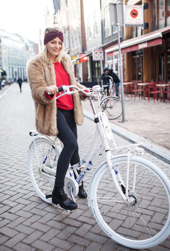 Tess Milne op de Cortina U5 RB8 Janice fiets. Verkrijgbaar bij AdoBike