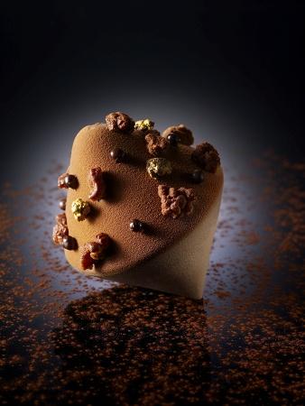 Router   Chocolate de Madagascar, bizcocho de gengibre con corazón de caramelo líquido y sabayón de vainilla .  #CristopheMichalak
