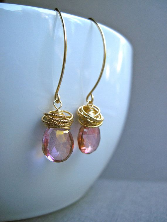Pink Quartz Dangle Oorbellen in 14K Gold door NellBelleDesigns